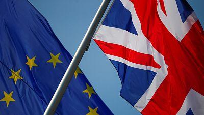 Johnson prepara a los británicos para un posible Brexit sin acuerdo a finales de año