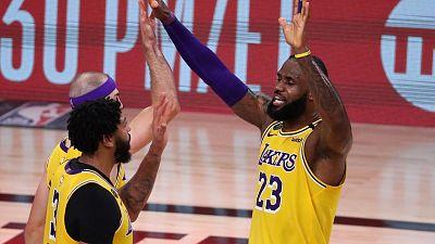 Los Lakers ganan a los Rockets y se quedan a un triunfo de la final de la Conferencia Oeste