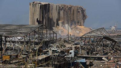 Los equipos de rescate buscan supervivientes tras la fuerte explosión que deja más de 135 muertos y 5.000 heridos
