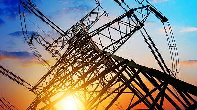El precio de la luz en el mercado mayorista vuelve a subir hoy y se sitúa en 156,75 euros/MWh