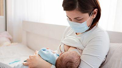 Las madres lactantes vacunadas con Pfizer transmiten anticuerpos a sus hijos