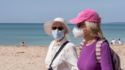 Las mascarillas no serán obligatorias en las playas de Baleares y Canarias si hay distancia