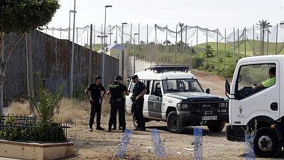Unos 120 migrantes intentan saltar la valla de Melilla y 89 consiguen pasar