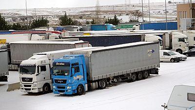 """Tráfico desembolsa miles de camiones tras dos días bloqueados por la nieve: """"Se nos acababa la comida"""""""