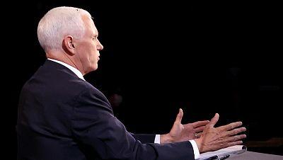 """Del """"no me sermonee"""" a la mosca que se posó en la cabeza de Pence: los momentos del debate vicepresidencial de EE.UU."""