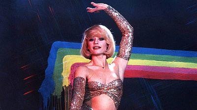 Raffaella Carrà, icono gay, pop, y de moda: así la recuerdan los diseñadores, de Teresa Helbig a Juan Carlos Mesa