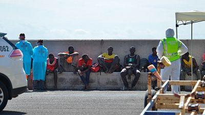 Mueren al menos 140 migrantes por el hundimiento de una embarcación que se dirigía a Canarias