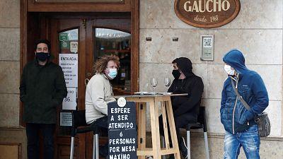Navarra reduce al 30% el aforo en hostelería, adelanta el cierre a las 22.00 horas y limita a seis personas las reuniones