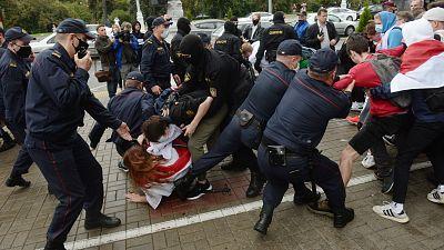 La ONU denuncia 450 casos documentados de torturas y maltrato a detenidos en Bielorrusia