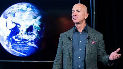 Pagan 28 millones de dólares por viajar al espacio junto a Jeff Bezos, el fundador de Amazon
