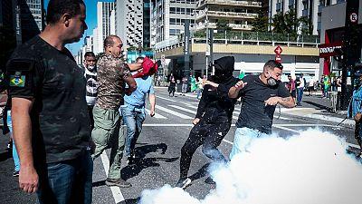 Partidarios y detractores de Bolsonaro se enfrentan en medio de la crisis sanitaria en Brasil