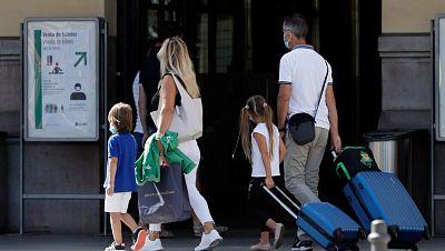 ¿Qué pasa si mi hijo o pareja tiene COVID y me tengo que quedar en casa? ¿Tengo derecho a una baja laboral?