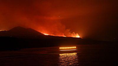 ¿Qué pasa cuando la lava de un volcán llega al mar?