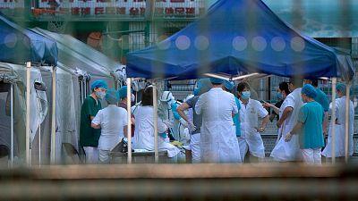 Pekín recomienda no salir de la ciudad y sella las zonas de alto riesgo tras el rebrote de coronavirus en un mercado