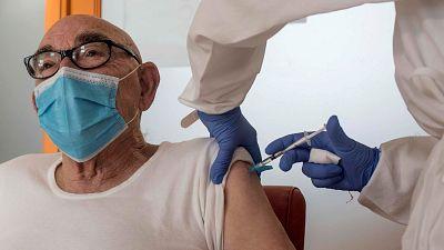 Las personas mayores de 80 años recibirán la vacuna contra el coronavirus a partir de marzo
