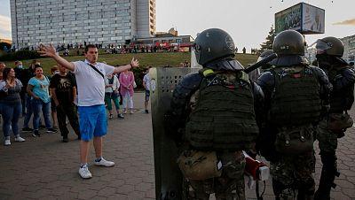 La Policía bielorrusa dispara bolas de goma y granadas aturdidoras en otra jornada de protestas contra Lukashenko