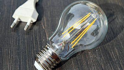 El precio de la luz continuará en niveles récord hasta febrero del próximo año