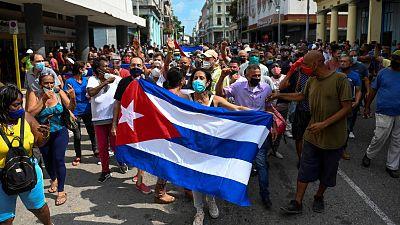 """El presidente cubano acusa a """"mercenarios a sueldo de EE.UU."""" de organizar las protestas y niega la represión"""