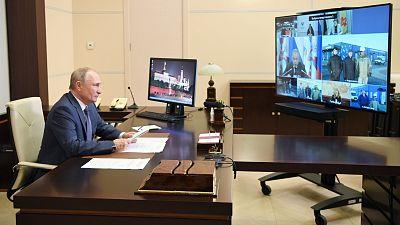 Putin ordena iniciar la campaña de vacunación masiva contra la COVID-19 la próxima semana