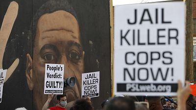 """Biden anuncia reformas policiales para estar a """"la altura del legado de Floyd"""" mientras EE.UU celebra el veredicto"""
