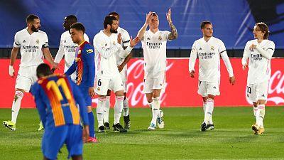 El Real Madrid ahoga al Barça y duerme líder