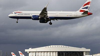 El Reino Unido exigirá tres pruebas de COVID a todos los viajeros que lleguen al país