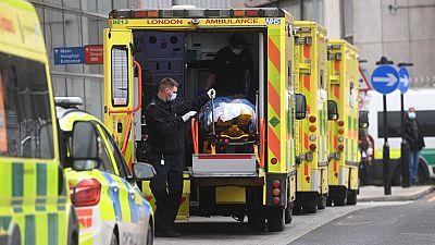 El Reino Unido se convierte en el primer país europeo en sobrepasar las 100.000 muertes con coronavirus