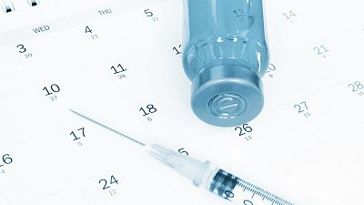 ¿Cuánto tarda en hacer efecto cada vacuna contra la COVID-19? Repaso a las vacunas disponibles, su efectividad y precio