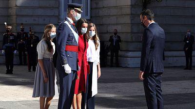 El rey preside una austera Fiesta Nacional con homenaje a los héroes del coronavirus y en medio de la tensión política