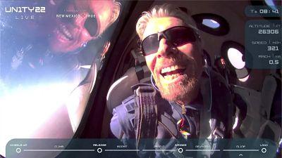 El multimillonario Richard Branson alcanza el espacio a bordo de un cohete de su empresa Virgin Galactic
