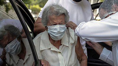 Sanidad descarta la vacuna de AstraZeneca para los mayores de 80 años