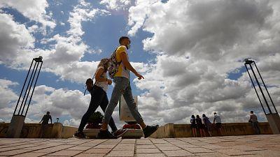 Sanidad eleva la cifra de muertos con coronavirus en España a 28.313 tras revisar los datos de todas las comunidades