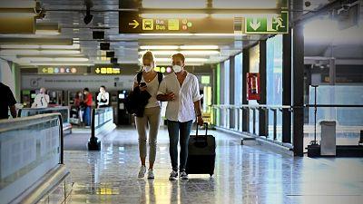 Suiza se une a otros 28 países que imponen cuarentena a los viajeros procedentes de España