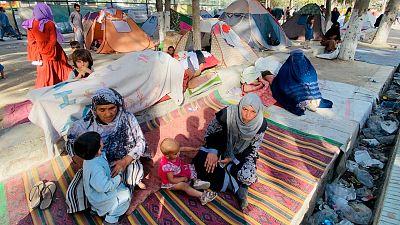 Miedo, hambre y miseria: así malviven en un parque de Kabul los afganos desplazados por la ofensiva talibán
