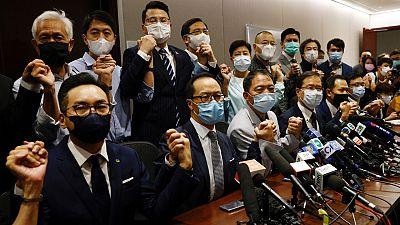 Dimiten en bloque los diputados pro-democracia de Hong Kong tras la expulsión de cuatro de ellos