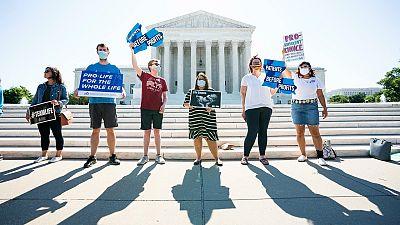 El Supremo de EE.UU. derriba una polémica ley que restringía el aborto en Luisiana en una decisión histórica
