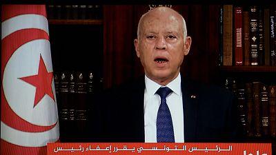 El presidente de Túnez cesa al primer ministro y suspende el Parlamento