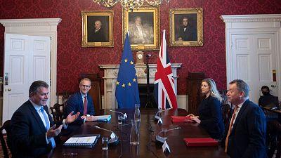 La 'guerra de las salchichas': la UE advierte a Reino Unido de que no renegociará el protocolo norirlandés