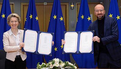 La UE firma el acuerdo comercial post-Brexit, que regulará sus relaciones con Reino Unido a partir del 1 de enero