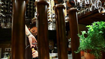La vacunación obligatoria para entrar en bares y discotecas se extiende por Europa
