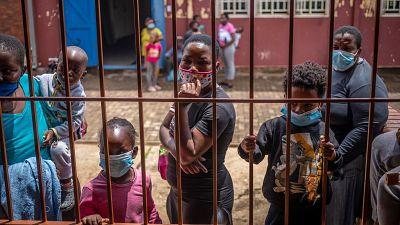 Las vacunas contra el coronavirus, un lujo solo al alcance de los países más ricos