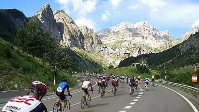 La Vuelta arriba a Sabiñánigo y Sabiñánigo significa ciclismo