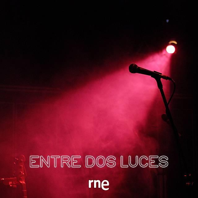 Entre dos luces con Carlos Santos