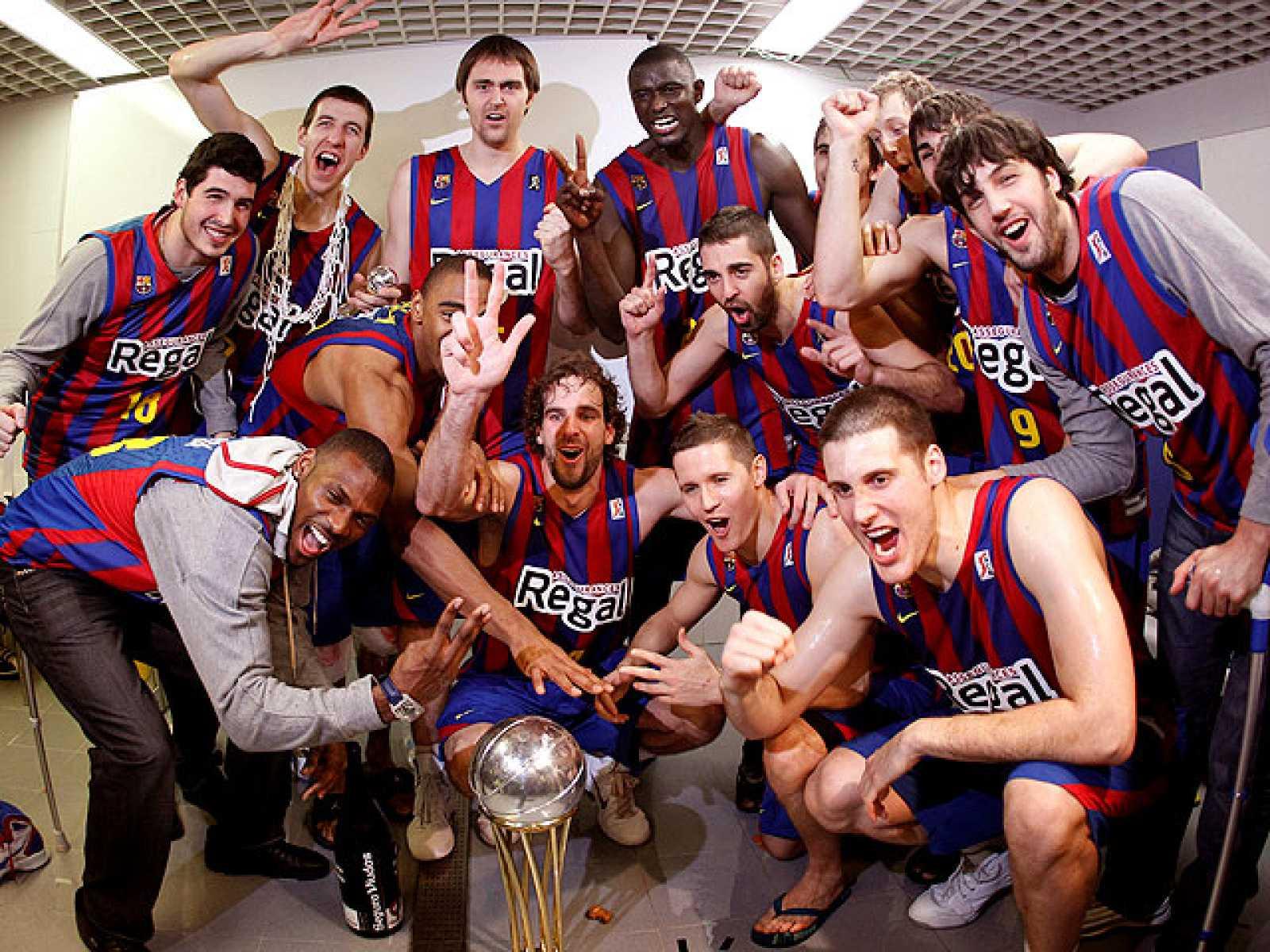 El Regal Barcelona ha conseguido su segunda Copa del Rey consecutiva después de imponerse al Real Madrid por 60-68. Así ha celebrado el triunfo el equipo de Xavi Pascual