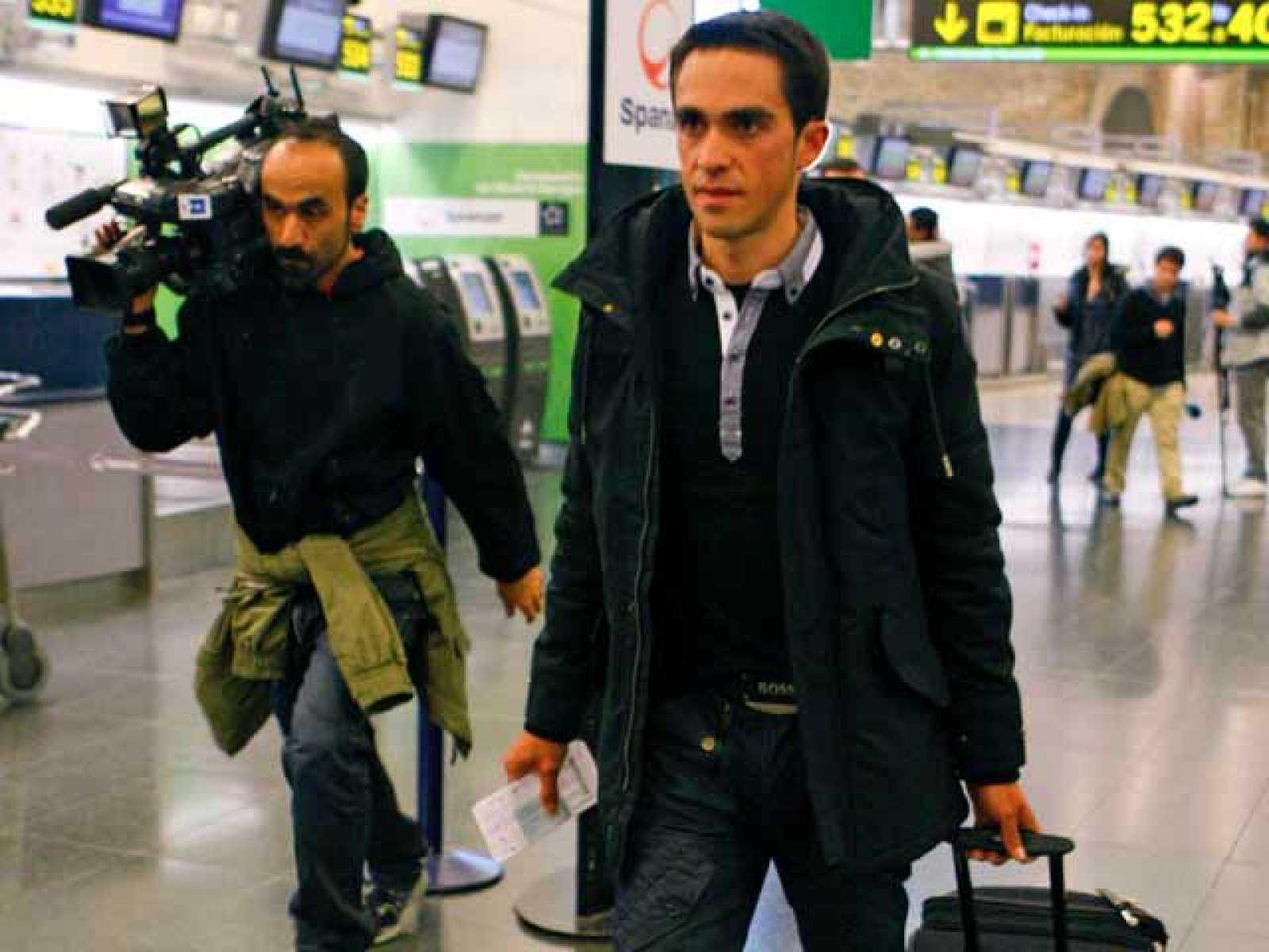 Después de ser considerado inocente de dopaje por la Federación española, Alberto Contador se puso inmediatamente rumbo a Portugal, donde este miércoles volverá a subirse a su bicicleta para competir en la Vuelta al Algarve.