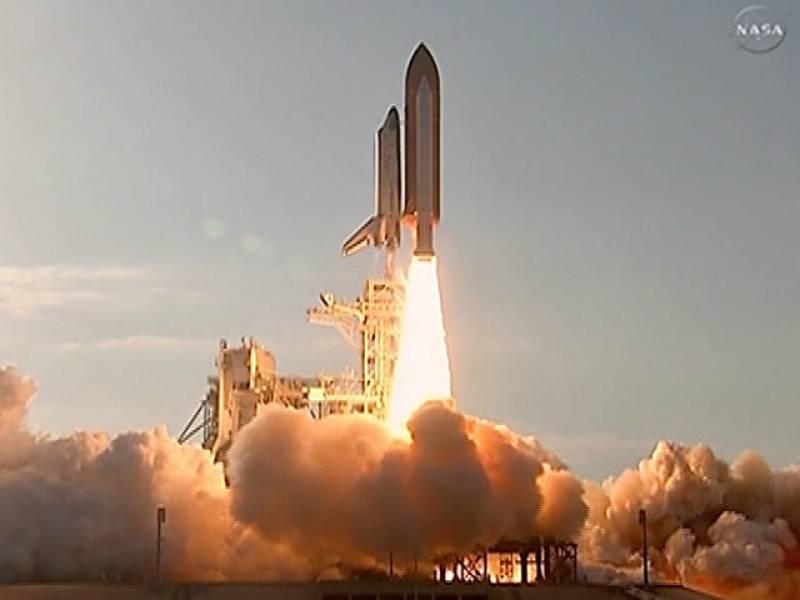 El transbordador Discovery parte hacia su última misión espacial
