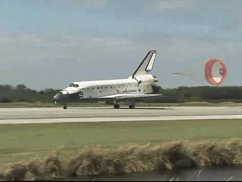 El transbordador Discovery ha aterrizado con éxito en el Centro Espacial Kennedy, en el sur de Florida, tras la que ha sido su última misión en el espacio. Casi tres décadas después de su primer lanzamiento, el veterano transbordador se retira y no