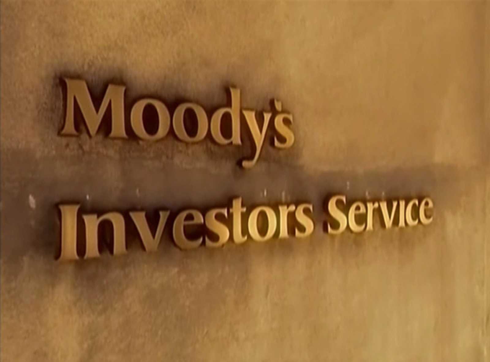 La agencia Moodys ha rebajado un escalón la calificación de la deuda española