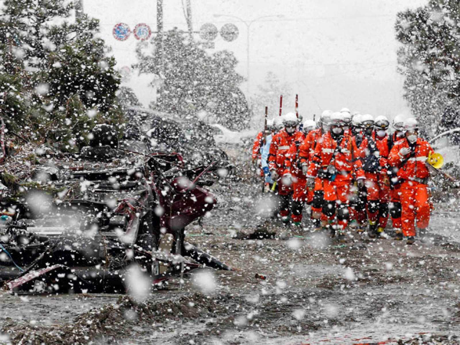 La nieve dificulta las labores de rescate en el norte de Japón