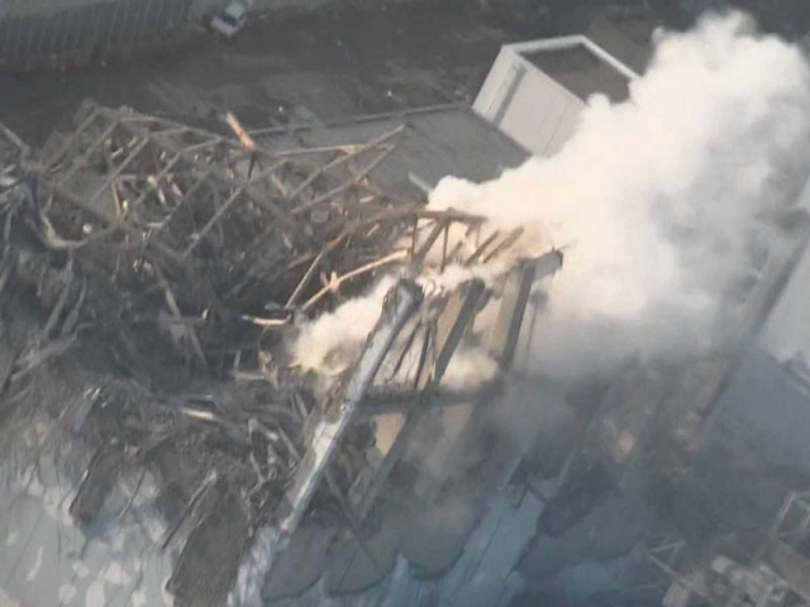 Japón lucha por enfriar Fukushima y evitar una catástrofe nuclear